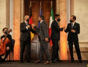 Decaro ritira il Premio dei presidenti - Bari e Hamm unite nella cultura del Novecento